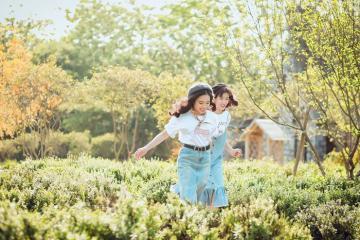 Check-in 'ảo tung chảo' ở thảo nguyên hoa Long Biên - Hà Nội