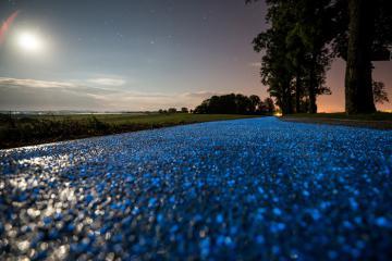 Mục sở thị con đường phát sáng dành cho người đi xe đạp tại Ba Lan