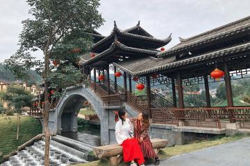 'Hồn xiêu phách lạc' với tiểu Phượng Hoàng Cổ Trấn nằm sát vách Việt Nam