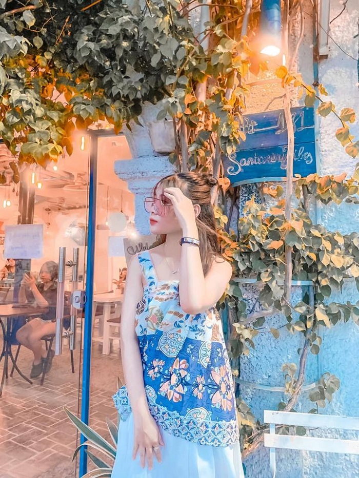 The beautiful cafes in West Lake-santorini-fb1