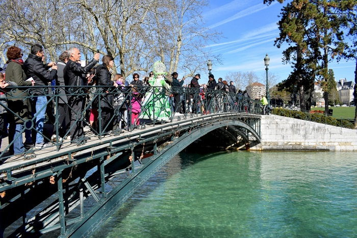 Lots of people on the bridge during the carnival - Annecy Venetian Carnival