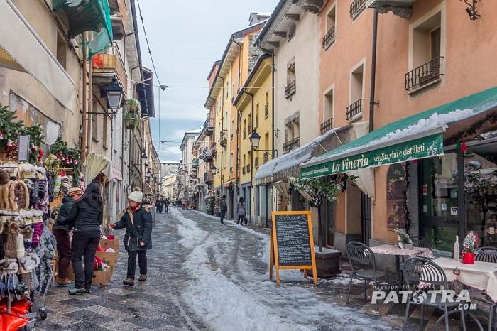 Con phố cổ trong những tháng mùa đông ở Aosta -  Những địa điểm ở Ý giống như trong truyện cổ tích