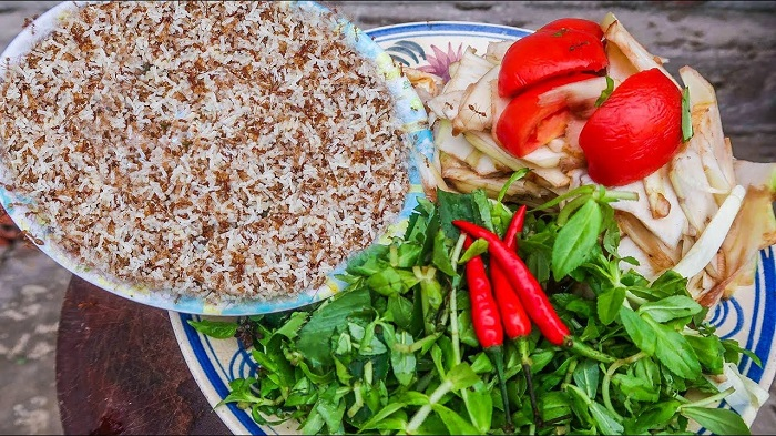 Ingredients for cooking Dak Nong yellow ant and sour soup is attractive