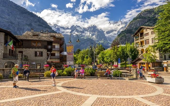 Courmayeur, Thung lũng Aosta - Những địa điểm ở Ý giống như trong truyện cổ tích