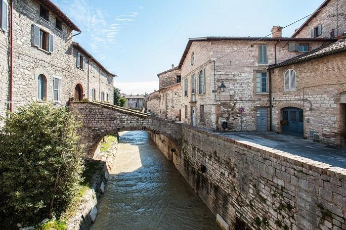 Gubbio, Umbria - Những địa điểm ở Ý giống như trong truyện cổ tích