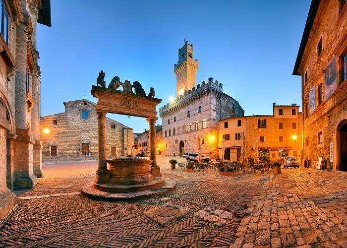 Quảng trường thời trung cổ trong thị trấn - Những địa điểm ở Ý giống như trong truyện cổ tích