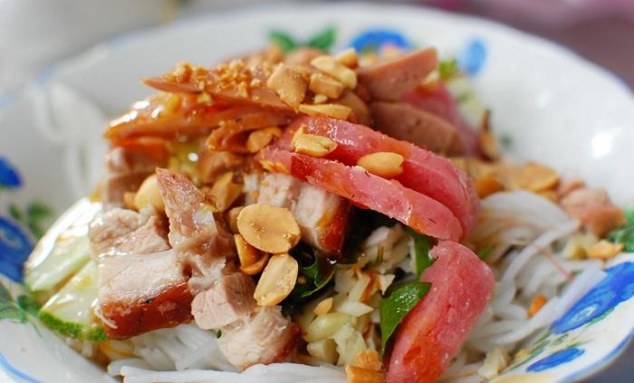 ăn kèm với bún - cách ăn thú vị của nem bưởi Tây Ninh