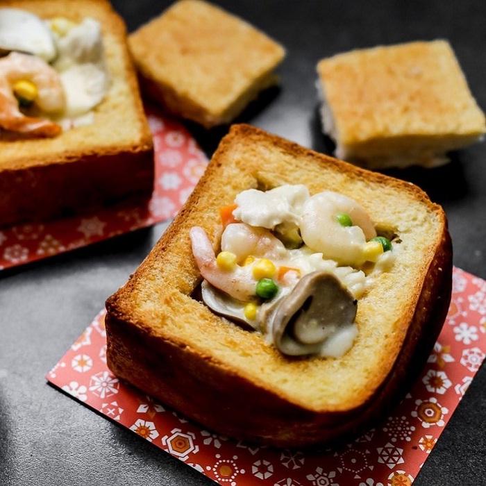 bánh mì quan tài - món ăn nổi tiếng tại chợ đêm Hoa Viên Đài Nam