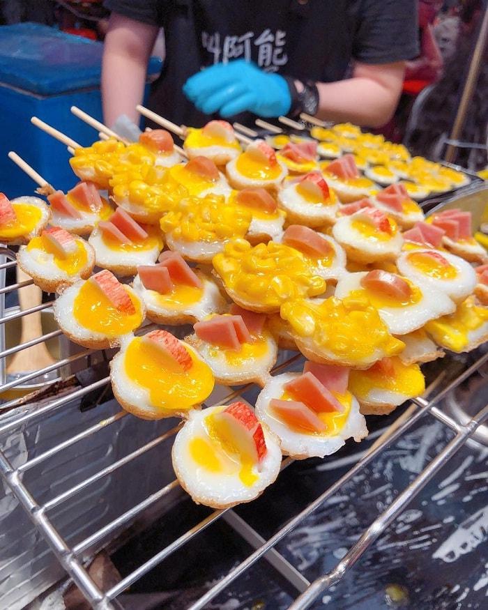 trứng tráng hàu - món ăn hấp dẫn tại chợ đêm Hoa Viên Đài Nam