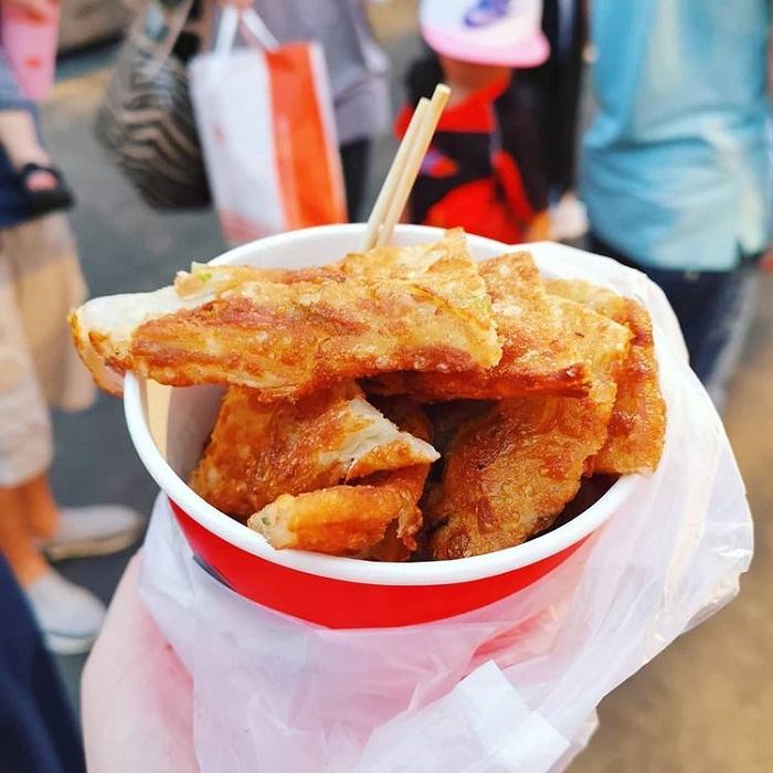 bánh kếp hành lá - món ăn thú vị tại chợ đêm Hoa Viên Đài Nam