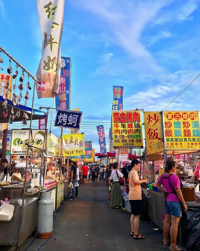 quầy đồ ăn - điểm nhấn tại chợ đêm Hoa Viên Đài Nam