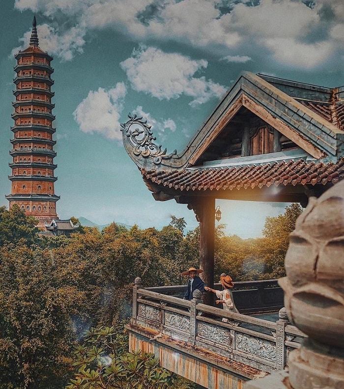 leo núi ngắm cảnh thiên nhiên - trải nghiệm du lịch Ninh Bình không thể bỏ lỡ