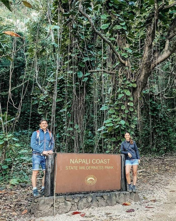 trang phục thoải mái - lưu ý khi ghé thăm Công viên Na Pali Coast