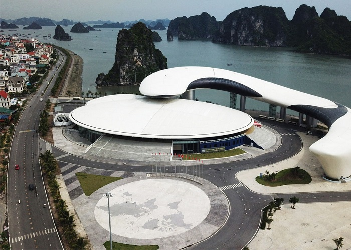 Ha Long dolphin bow - where is the address