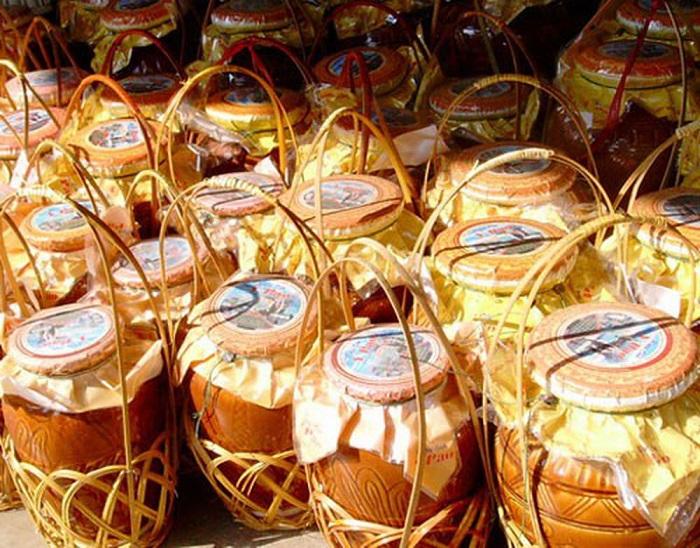 đặc sản Lâm Đồng mua làm quà - rượu cần Chu Ru