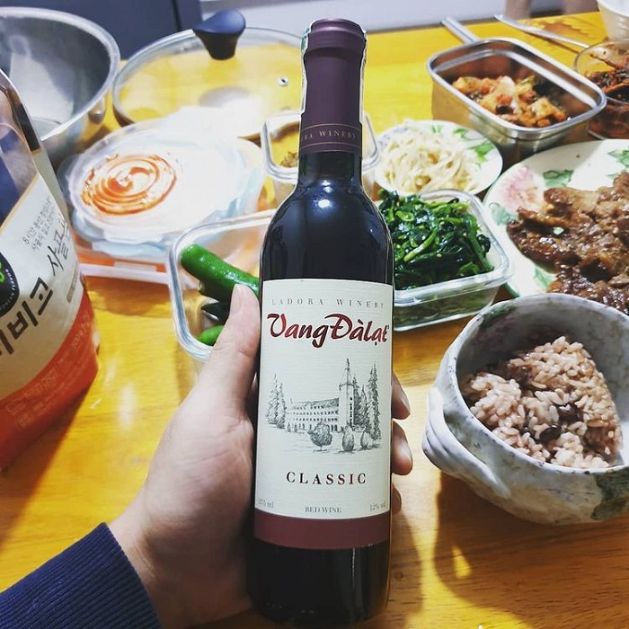 specialties of Lam Dong bought as gifts - wine from Da Lat