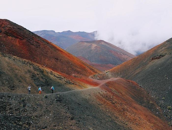 đi bộ trên đường mòn - hoạt động thú vị tại' vườn quốc gia Haleakala