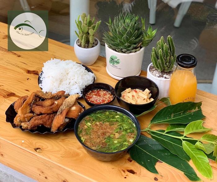Nhắc đến các quán bún cá ngon ở Hà Nội không thể quên quán bún cá chấm giòn Tạ Quang Bửu