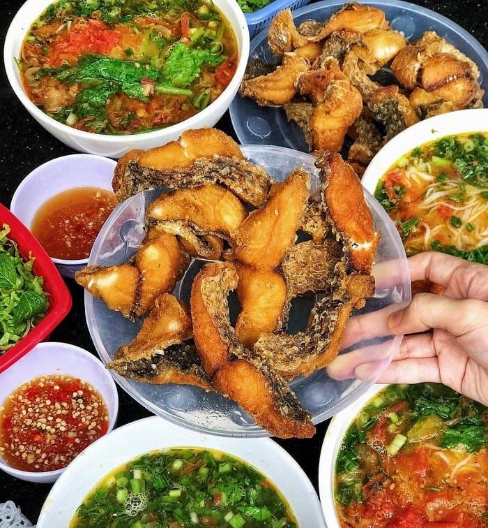 Nhắc đến các quán bún cá ngon ở Hà Nội không thể quên quán Hạnh Béo