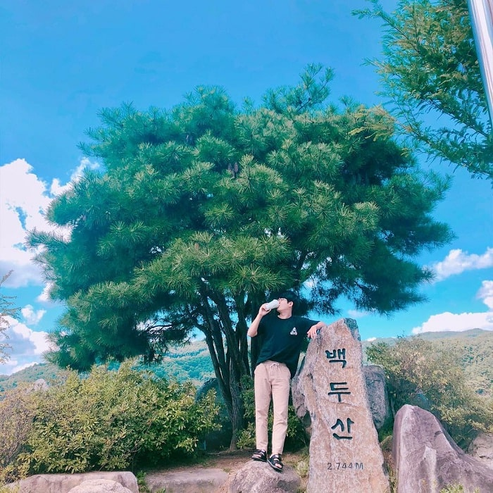 2744m - the height of the top of Truong Bach Korean mountain
