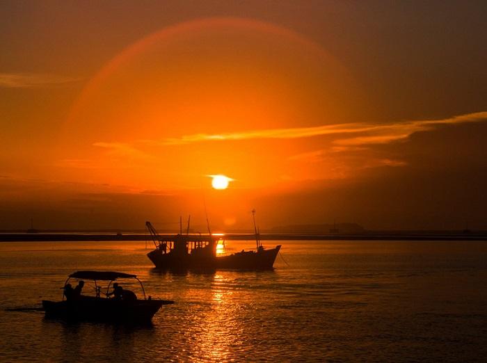 Travel Cape Sa Vi Quang Ninh - watch the romantic sunset