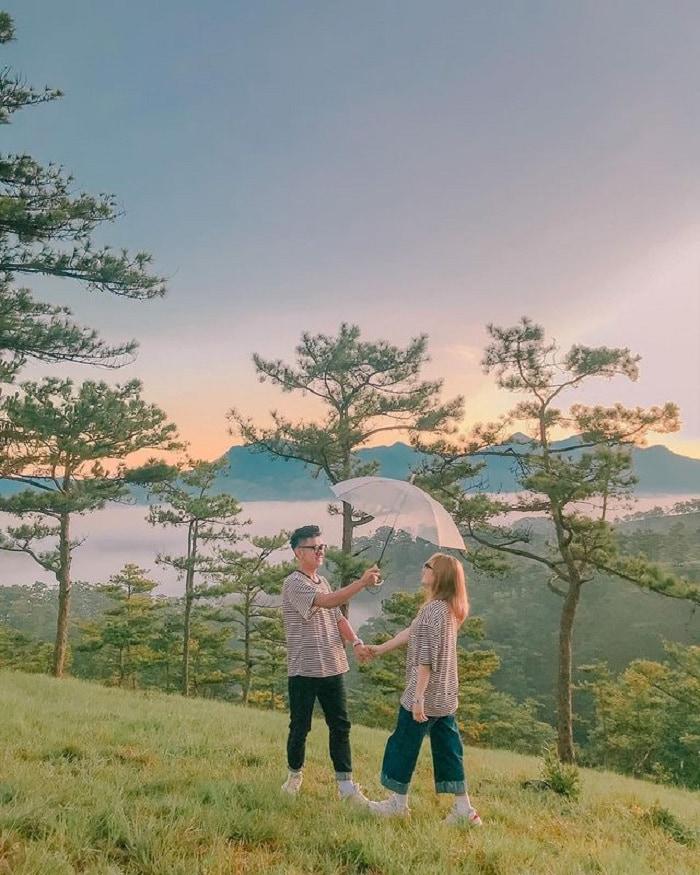 Cloud hunting on Da Phu hill - a romantic destination