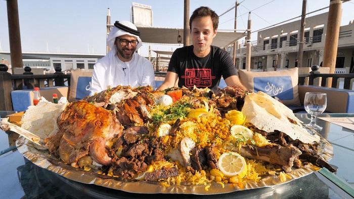lạc đà nhồi thịt Dubai món ăn khổng lồ.