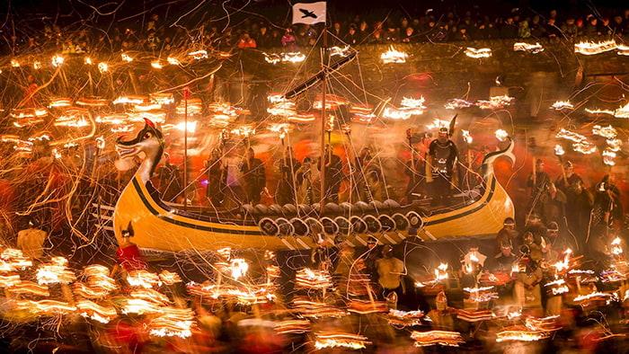Những lễ hội tháng 1 - Lễ hội đốt lửa