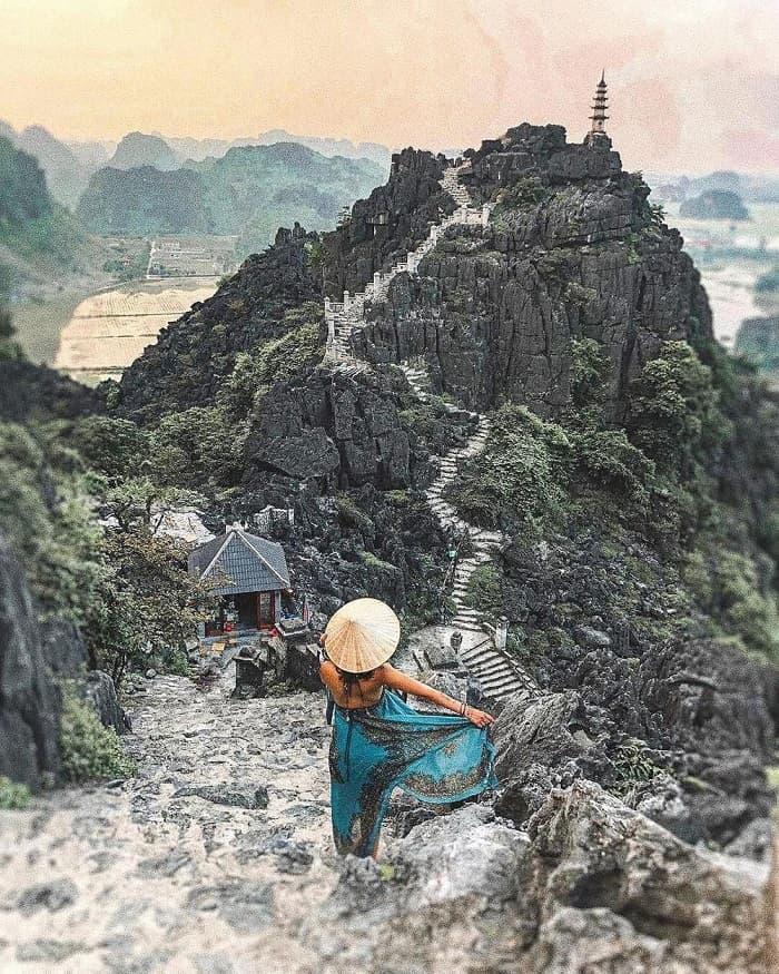 leo núi ngắm cảnh thiên nhiên - trải nghiệm du lịch Ninh Bình hấp dẫn