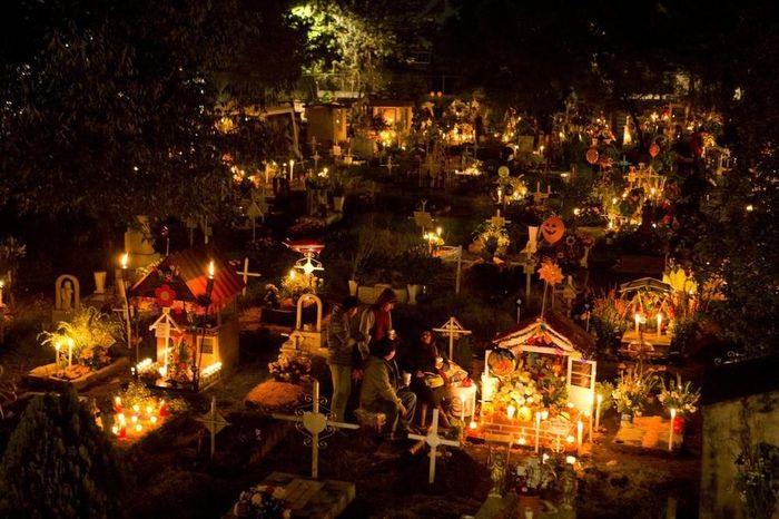Đón năm mới tại nghĩa trang ở Chile - Phong tục đón năm mới trên thế giới