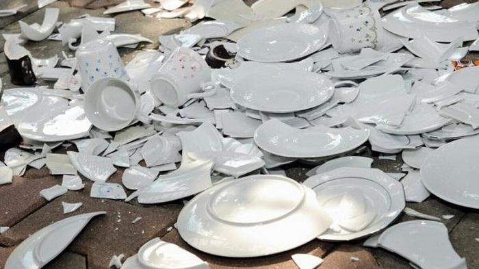 Đón năm mới bằng việc đập vỡ bát đĩa của người Đan Mạch - Phong tục đón năm mới trên thế giới