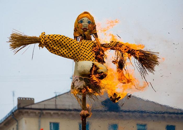 Đón năm mới bằng việc đốt bù nhìn của người Ecuador - Phong tục đón năm mới trên thế giới