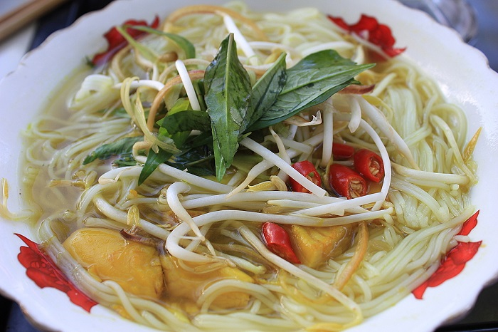 Delicious breakfast restaurants in Phu Quoc - Mrs. Len's snakehead fish vermicelli