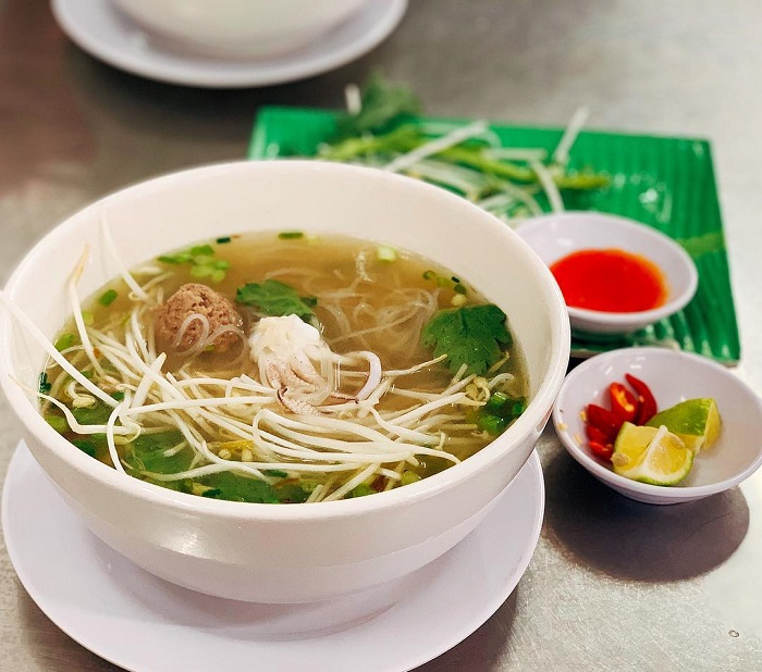 Delicious breakfast restaurants in Phu Quoc - Tu Huong squid noodle soup