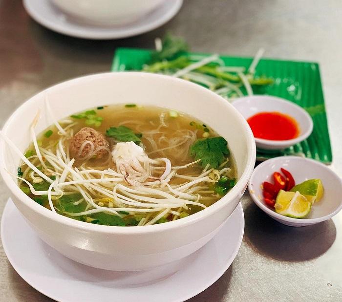 Những quán ăn sáng ngon ở Phú Quốc- quán hủ tiếu mực Tư Hường