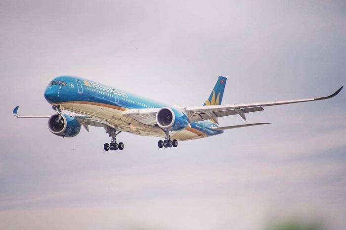 quy định xuất nhập cảnh mùa COVID - máy bay về từ Ý