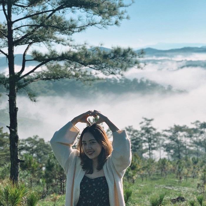 Cloud hunting on Da Phu hill - amidst the wild scenery