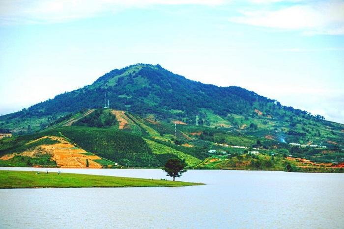cloud hunting on Da Phu hill - watching Suoi Vang lake