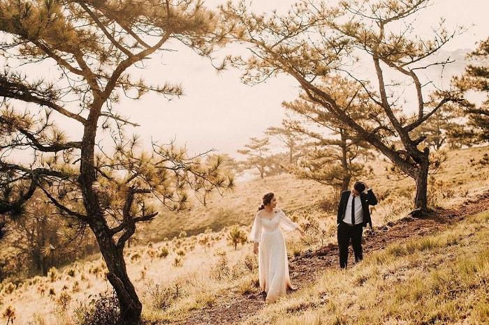 Cloud hunting on Da Phu hill - wedding photography
