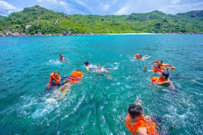 Going to Ninh Thuan Freshwater Beach, you will enjoy a cool bath