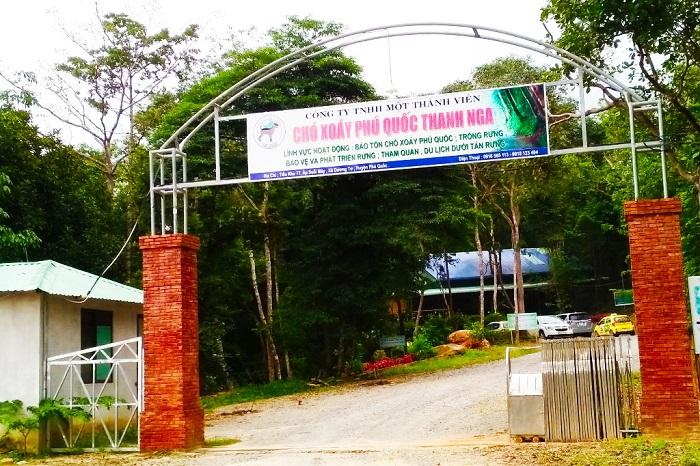 Visiting Phu Quoc Eddy Dog Farm - entrance to the dog farm