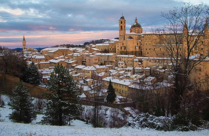 Urbino, Marche - địa điểm ở Ý giống như trong truyện cổ tích