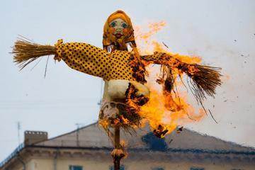 Độc đáo những phong tục đón năm mới trên thế giới không-đụng-hàng