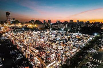 'Quẩy banh nóc' tại chợ đêm Hoa Viên Đài Nam