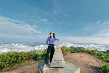 Săn mây trắng bồng bềnh trên đỉnh Chiêu Lầu Thi Hà Giang