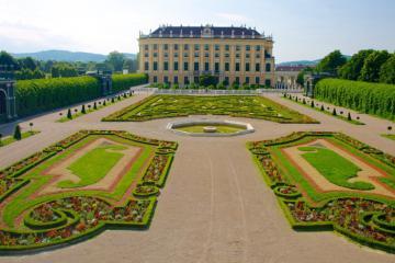 Tham quan cung điện Schonbrunn nước Áo và những thông tin cần biết