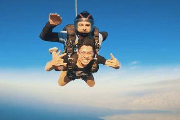 Cực 'đã' trải nghiệm nhảy dù ở Biển Chết