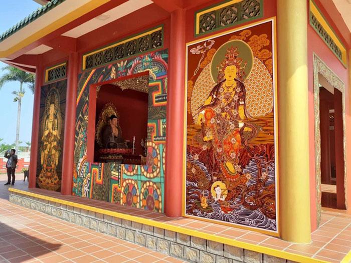 Explore Sam mountain fresco village - Buddhist murals