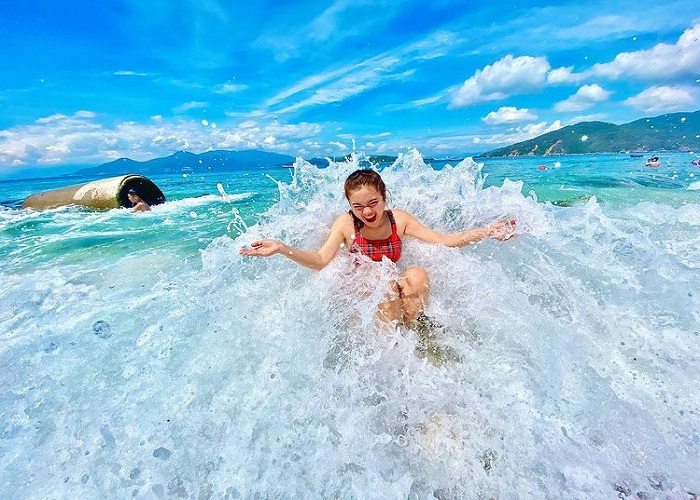 Check-in point in Van Phong bay, tourists love