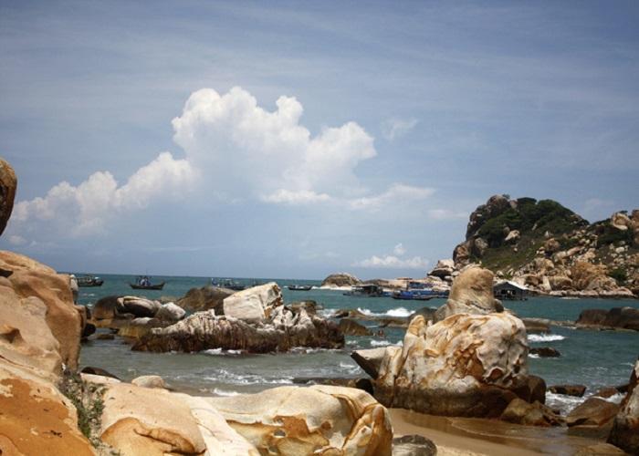 Bãi Đá Trắng - Côn Đảo